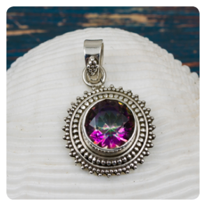 Сребърен медальон с мистик топаз