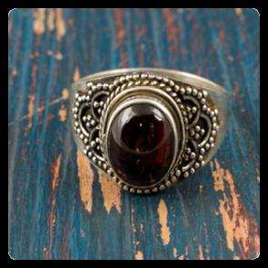 Сребърен пръстен с червен гранат