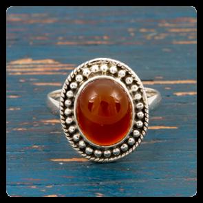 Сребърен пръстен с червен оникс