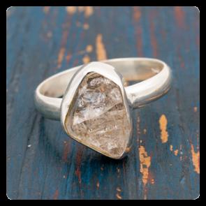 Сребърен пръстен с необработен херкимер кварц