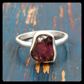 Сребърен пръстен с необработен гранат