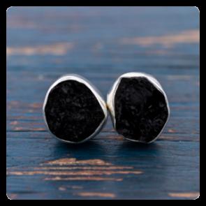 Сребърни обеци с необработен черен турмалин