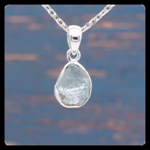 Сребърен медальон с необработен аквамарин