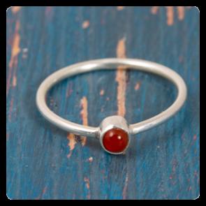 Мини сребърен пръстен с червен оникс