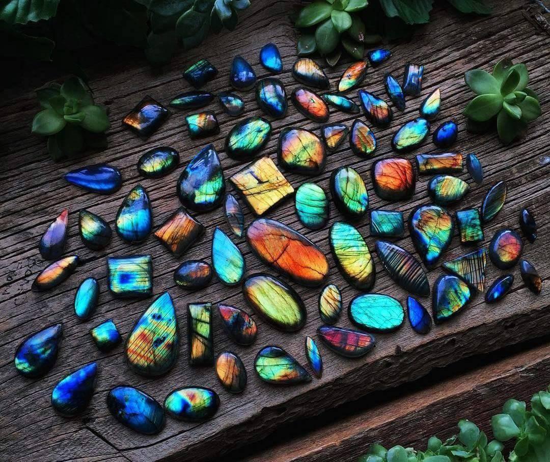 Лабрадоритът – магичният камък с извънземен произход